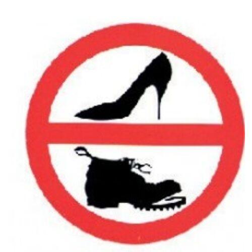 Matrica, Tilos a cipő használata